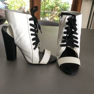 Quip New White lace up open toe bootie 7